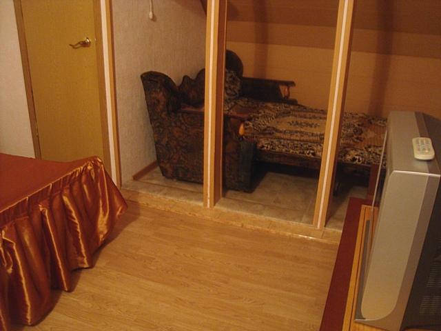 Комната с диваном 2