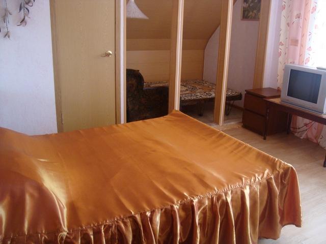 Первая  комната - с диваном